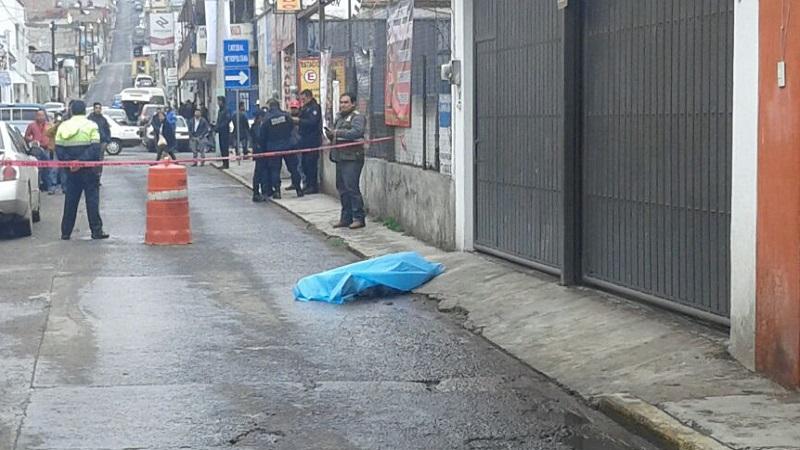 Septuagenario pierde la vida en céntrica calle de Tulancingo.