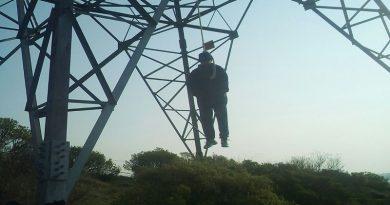 Localizan a persona colgada de una torre de luz en la comunidad de Matías Rodríguez.