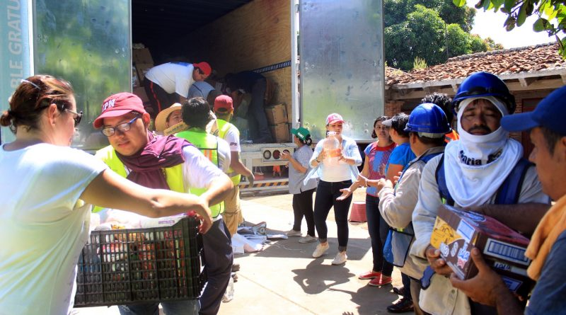 Recibe Oaxaca ayuda humanitaria de pachuqueños.