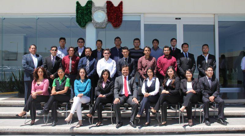 Alumnos de la UPT reciben becas para posgrado.