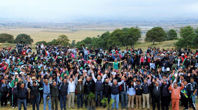Alcaldía y CONALEP plantan 2 mil 400 árboles en Jaltepec.