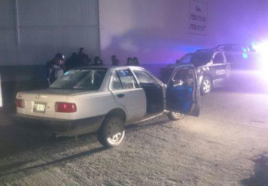 Detienen a sujeto y recuperan un auto que fue robado minutos antes.