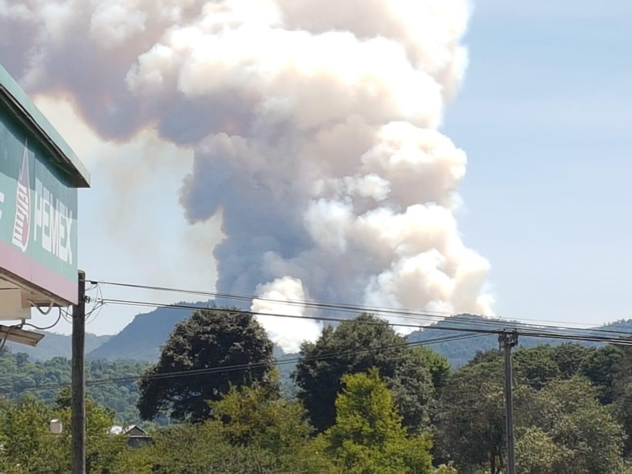 Fuerte incendio forestal en Agua Linda, Acaxochitlán
