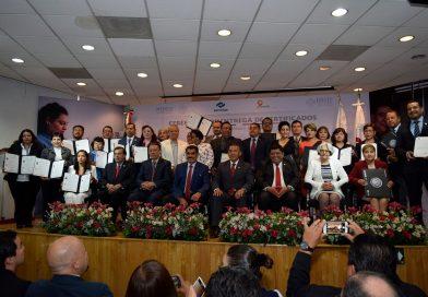 Entregan ISSSTE, CONALEP Y CONOCER primeros 29 certificados de profesionales técnicos médicos
