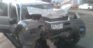 Accidente entre una colectiva y una camioneta en la Pachuca – Tulancingo