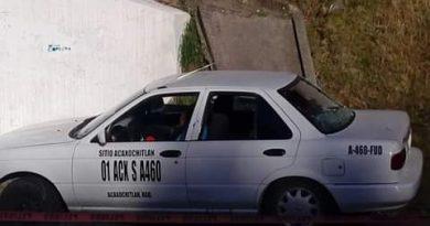 Ejecutan a tres personas en un taxi de Acaxochitlán