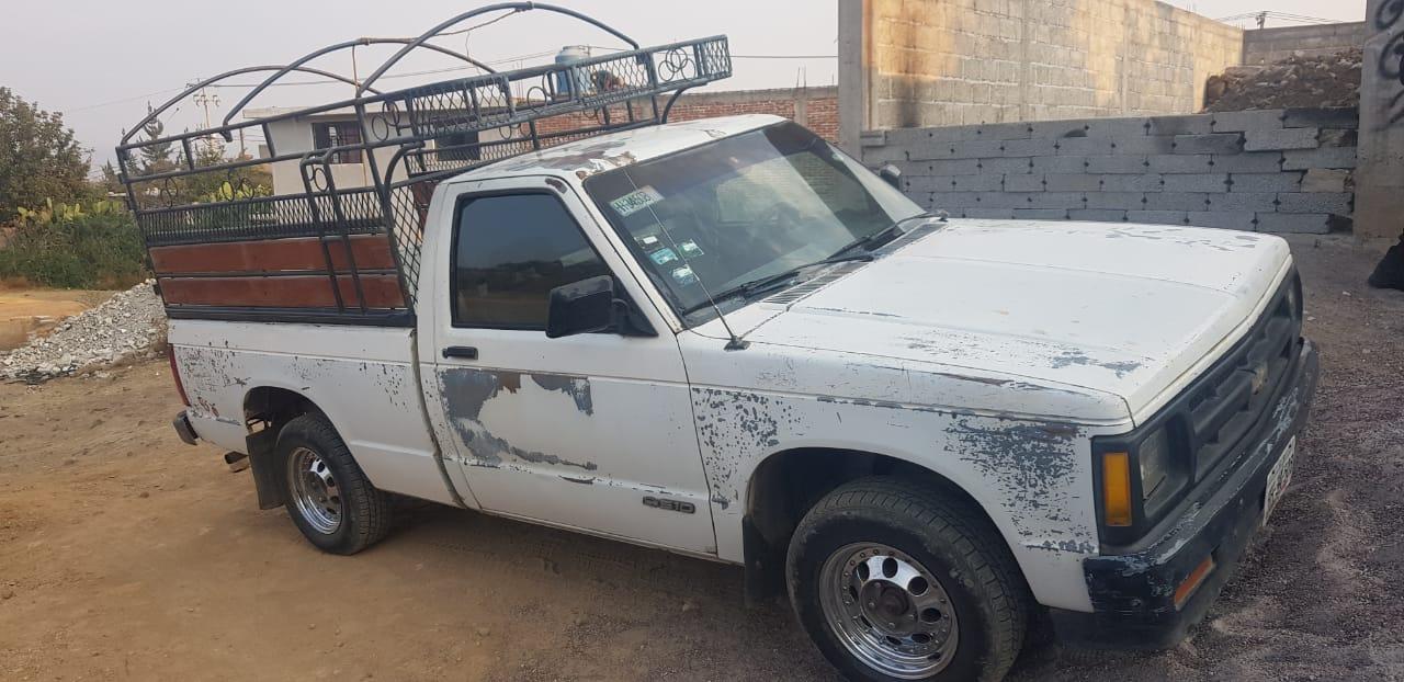 Recuperan camioneta que había sido robada en la madrugada y detienen a dos masculinos