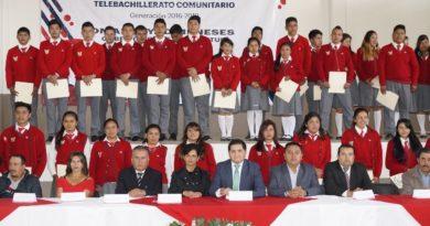 Autoridades educativas y municipales encabezaron ceremonia de clausura de telebachilleratos en Acaxochitlán