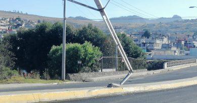 Dañados casi 20 postes por accidentes en el bulevar Centenario