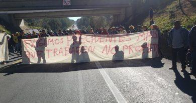 Bloquean carreteras federales a la altura de Acaxochitlán